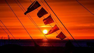 Zonsondergang vanaf de rede van Harlingen van Fred van Bergeijk