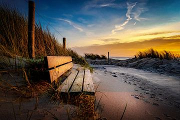 Sonnenuntergang mit Bank. von Peter van der Waard