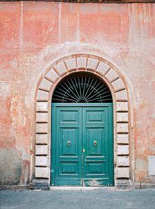 Turquoise groene deur in Trastevere, Rome. Foto print Italië - kleurrijke analoge fotografie