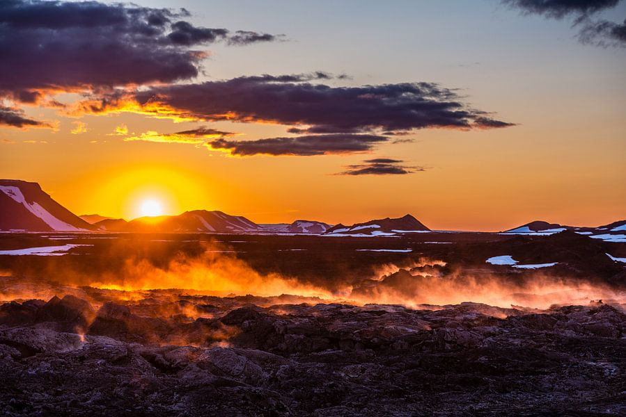 Zonsondergang Leirhnjukur IJsland van Henk Verheyen
