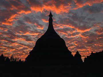 Tempel bij zonsondergang, Mrauk U, Myanmar sur Annemarie Arensen