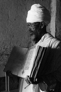 Ethiopische Orthodoxe priester van Colette Vester