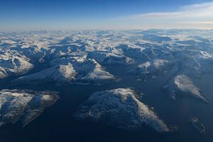 Uitzicht over het winterlandschap van Noorwegen vanuit de lucht van