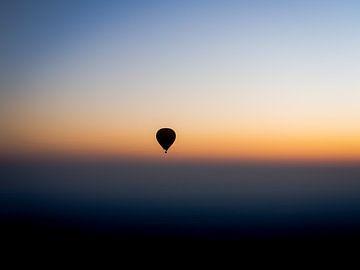 Myanmar - Bagan - Een ballonsilhouet van Rik Pijnenburg