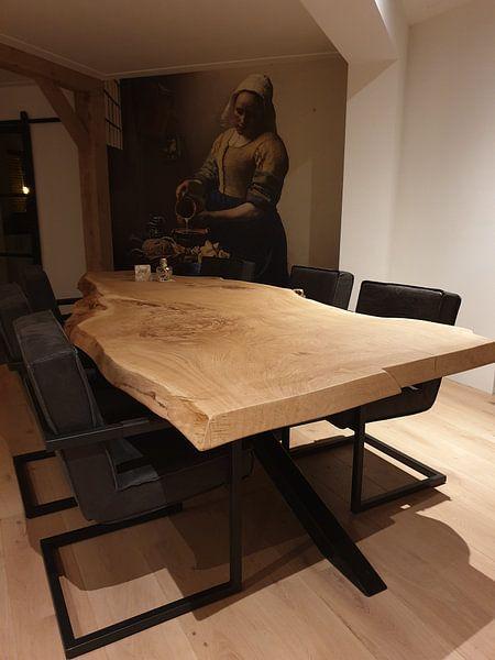 Klantfoto: Het Melkmeisje - Vermeer Schilderij (HQ) van Schilderijen Nu, op naadloos behang