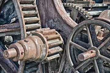 Räder einer alten Maschine von Hanneke Luit