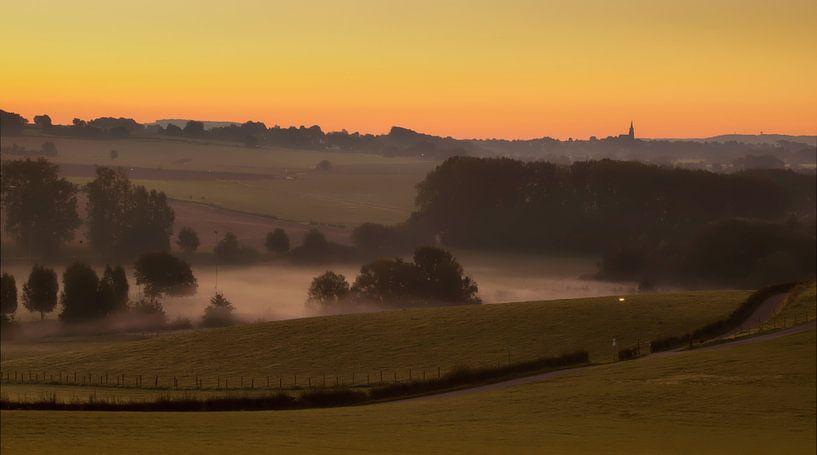 Zonsopkomst boven Partij in Zuid-Limburg van John Kreukniet