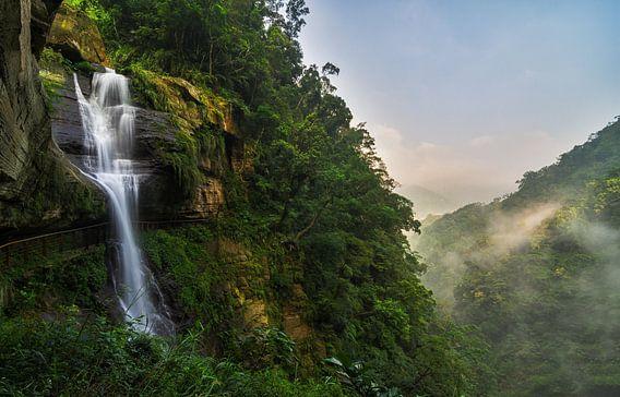 Longong waterval in Taiwan van Jos Pannekoek