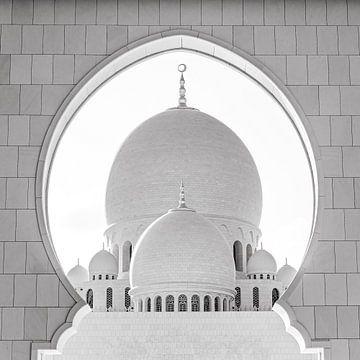 Koepel van de Sheikh Zayid Moskee in Abu Dhabi in zwart-wit van Dieter Walther