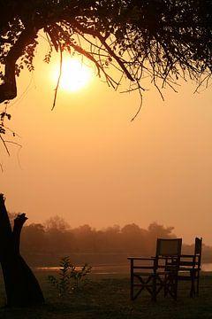 Zonsopkomst bij de south luangwa rivier Zambia,  Afrika van Bobsphotography