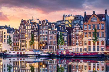 Grachtenpanden aan de Amstel, Amsterdam van Thea.Photo