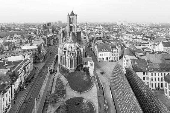 Het uitzicht over Gent met de Sint-Niklaaskerk