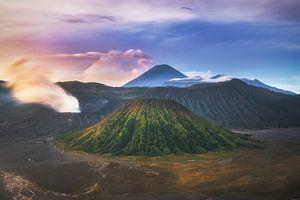 Java Mount Bromo im Tengger Bromo Nationalpark von Jean Claude Castor