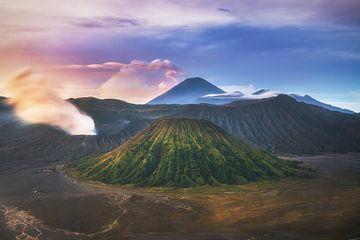 Java Mount Bromo in Tengger Bromo Nationaal Park van Jean Claude Castor