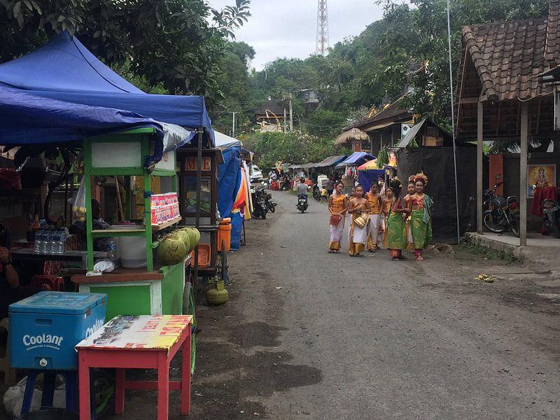 Streetlife on Bali van Christine Volpert