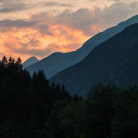 Zonsondergang in Julische alpen van Marcel Tuit