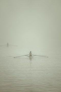 Roeiers in de mist van Rik Verslype