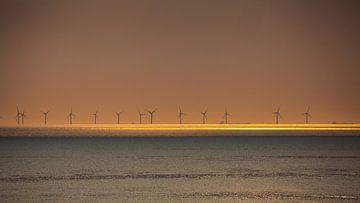 Windmolens bij zonsondergang 2 von Fred Icke