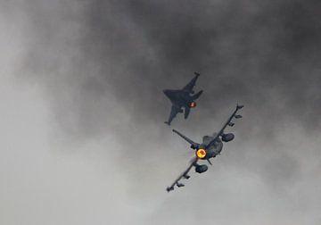 Niederländische F16's während der AirPowerDemo bei den Luftwaffentagen in Volkel von Stefano Scoop