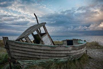 Verlassenes Fischerboot von Joachim G. Pinkawa
