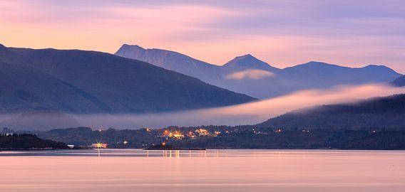 The small village of Karvag before sunrise, Norway van Henk Meijer Photography