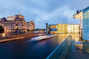Le bâtiment du Reichstag et le quartier du gouvernement à Berlin sur Werner Dieterich