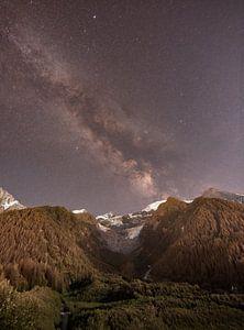 Melkweg boven de gletscher van de Mont Blanc van Lucas De Jong