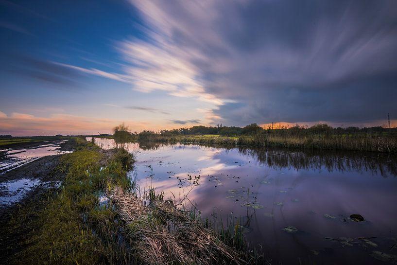 Donderwolken boven de Onlanden van Ronnie Schuringa