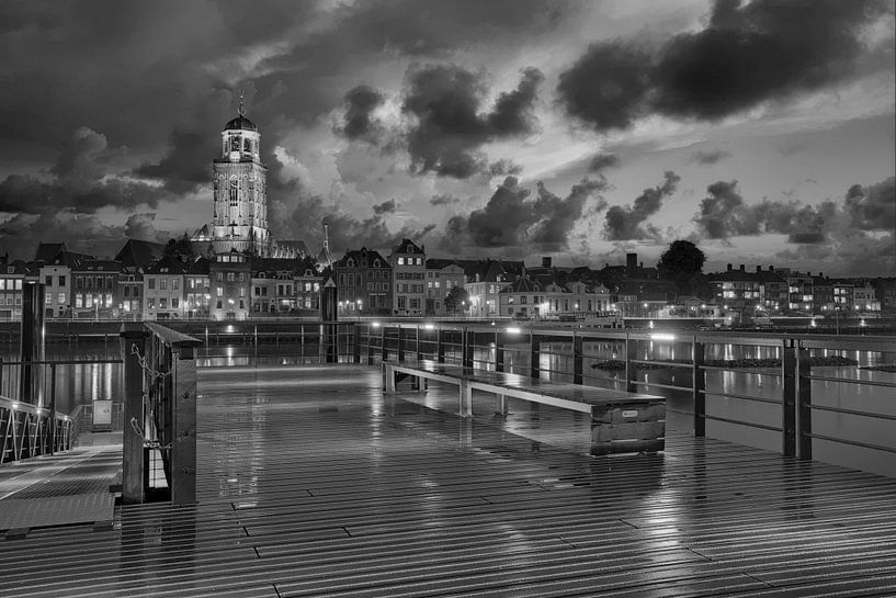 Deventer Skyline bij nacht van Peter Bolman