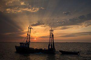 Zonsondergang Markermeer, met IJsselmeervisser
