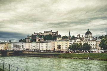 Blik op Salzburg met burcht op de achtergrond van Rob van der Pijll
