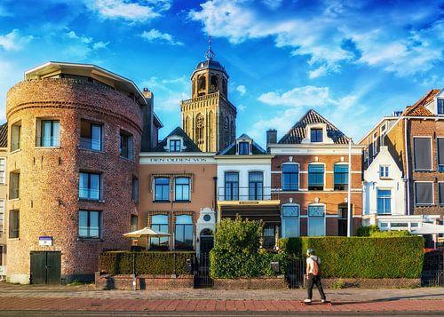 Zicht op Deventer met een Skateboarder op de voorgrond.