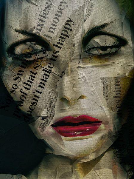 The woman with the newspaper van Gabi Hampe