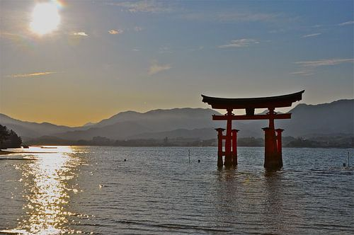 Shrine in Japan bij zonsondergang