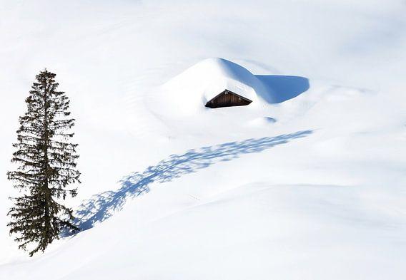 Eenzame hut in de sneeuw