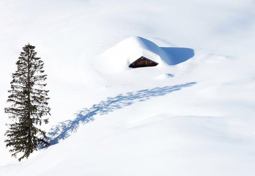 Hutte isolée dans la neige sur Frank Herrmann