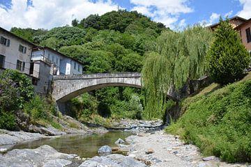 Oude romeinse brug en rivier Pozze di Domasso Comomeer van My Footprints