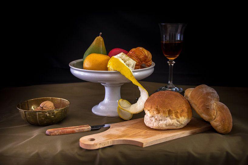 Modern stilleven brood en fruit van Jille Zuidema