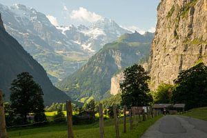 Dans la vallée de Lauterbrunnen, sur le chemin du Stechelberg. sur Ton Tolboom