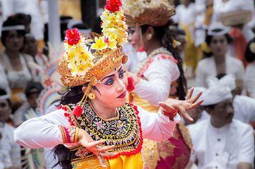 Traditional Legong dance Bali. van Lex Scholten