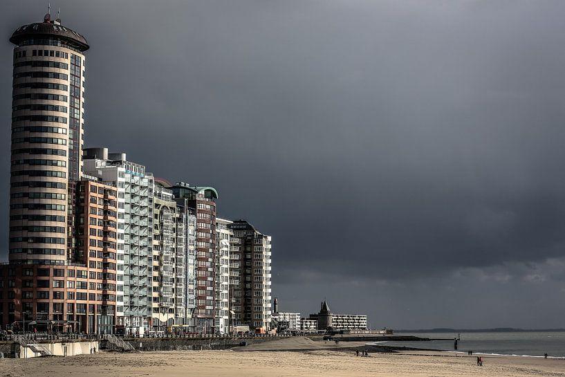 Boulevard van Vlissingen onder een donkere lucht (kleur) van Fotografie Jeronimo