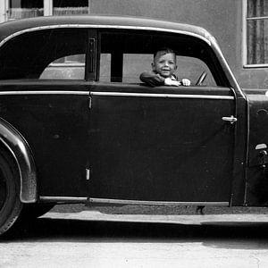 Kleine Chauffeur jaren '30 van Timeview Vintage Images