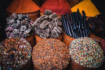 Kräutermarkt La Mellah, Marrakesch Marokko von Bram Mertens