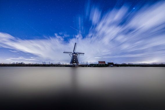 Kinderdijk at Night van Tom Roeleveld