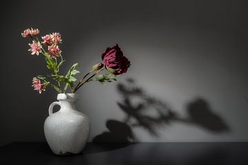 Stilleben mit Blumen von Theo Bense