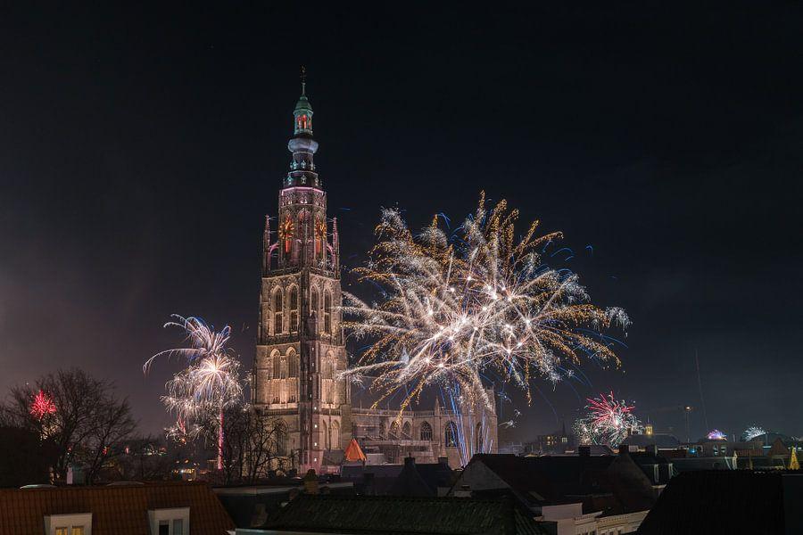 Vuurwerk bij de Grote Kerk vna Breda