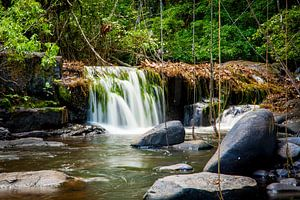 Kleine waterval in de Kabalebo rivier, Suriname
