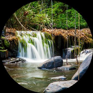 Kleine waterval in de Kabalebo rivier, Suriname van Marcel Bakker