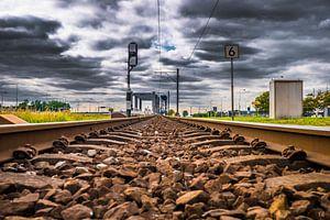 Eisenbahnschienen mit Wolken