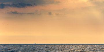 Petit voilier sur un large océan sur Robert Ruidl